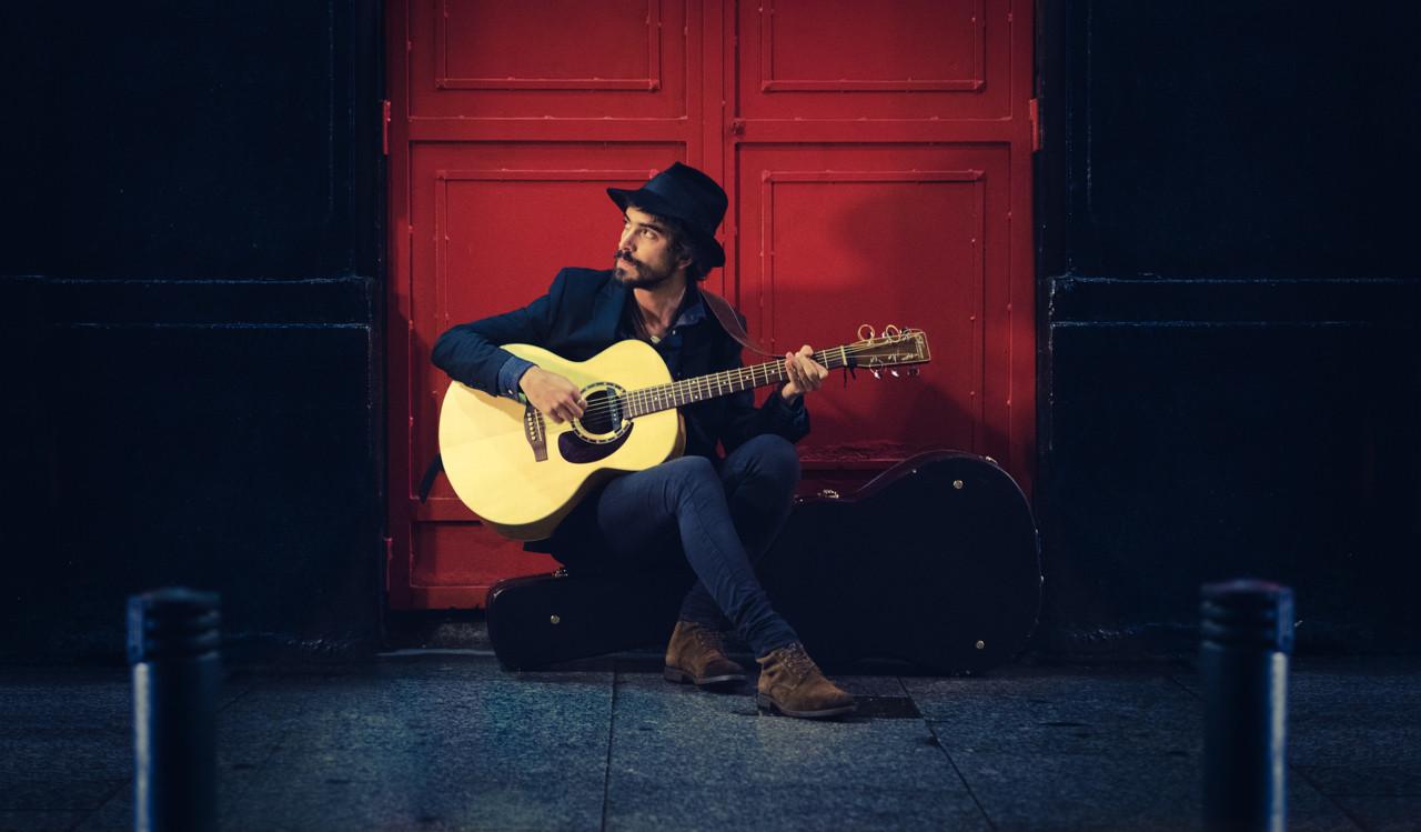 Febrero, guitarra y sombrero